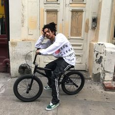 On my bike shit this summer. Bmx, Look Cool, Cool Style, Pretty Flacko, Black And White Aesthetic, Sabbats, Youth Culture, Mens Fashion, Fashion Outfits