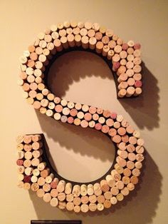 WorkingClassCrafts: WineS, how to make a decorative initial using corks :)