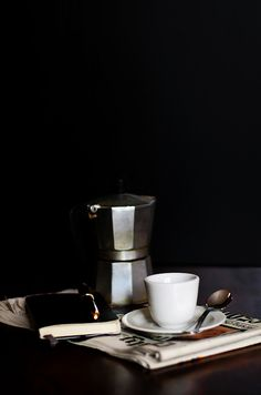 Mokka Pot light and shadows Coffee And Books, I Love Coffee, Coffee Art, Coffee Break, Best Coffee, Morning Coffee, Coffee Life, Coffee Spoon, Coffee Cups
