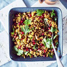 Paistettu riisi-linssipata   Maku Kung Pao Chicken, Pasta Salad, Nom Nom, Ethnic Recipes, Food, Crab Pasta Salad, Essen, Meals, Yemek
