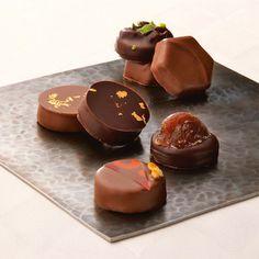 「ショコラティエ パレ ド オール」より、素材の風味をいかした詰め合わせを。【冬の味わいショコラ】