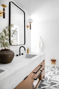 How gorgeous is this bathroom from top to bottom? Dual gold oak washstand with black hardware pulls, topped with a white quartz countertop, above the vanity are two curved black mirrors flanked by glass and brass sconces. Interior Exterior, Bathroom Interior Design, Marble Countertops, Interiores Design, Bathroom Inspiration, Cheap Home Decor, Home Remodeling, Bathroom Remodeling, Marble Tiles