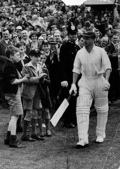 Find out all you want to know about the great Sir Donald Bradman. Read about the Don's life and important moments such as the tank stand and the Invincible's. Tours Of England, Tank Stand, Still Standing, Romance Novels, All About Time, Cool Pictures, Black And White, Sports, Image