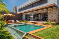 Navegue por fotos de Piscinas modernas: Piscina. Veja fotos com as melhores ideias e inspirações para criar uma casa perfeita.
