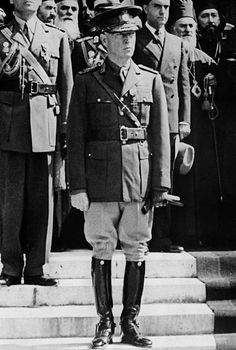 Ion Prime Minister / State leaderfull length in uniform published in BZ Photographer WeltbildVintage. Second World, Prime Minister, World War Two, Romania, Soldiers, Army, Fashion, War, Military