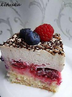 Ľahký,svieži ovocný zákusok, taký môj poskladaný,korpus aj krém používam aj na torty.