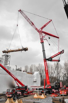 Crane Construction, Heavy Construction Equipment, Construction Machines, Lego Crane, Heavy Equipment For Sale, Oil Rig Jobs, Mahindra Tractor, Water Well Drilling, Caterpillar Equipment