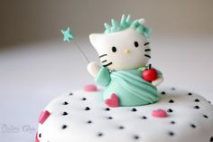 Statue of Liberty Hello Kitty made with fondant and gum paste. All edible. https://www.facebook.com/SistersCakesReposteriaCreativa http://sisterscakes.jimdo.com/