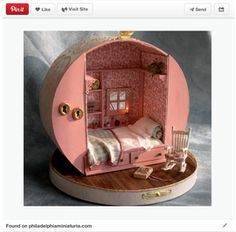 Miniature dollhouse made from a hat box! (But I'm thinking you could use the same kind of hat box to create a fairy-sized vintage trailer too. now where can I find an old hat box? Miniature Rooms, Miniature Crafts, Miniature Houses, Clay Houses, Miniature Furniture, Diy Dollhouse, Dollhouse Miniatures, Homemade Dollhouse, Cardboard Dollhouse
