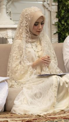 Kebaya Wedding, Muslimah Wedding Dress, Muslim Wedding Dresses, Muslim Brides, Wedding Dress Sleeves, Wedding Veils, Bridal Dresses, Bridal Hijab, Hijab Bride