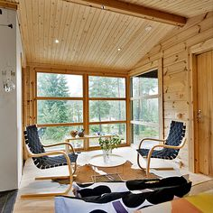 Small Cabin in Nature: Your Perfect Outdoor Chill Pad - Tiny House Pins Sun House, House In The Woods, Small Space Living, Small Spaces, Tiny Home Cost, Timber House, Prefab Homes, Tiny House On Wheels, Little Houses
