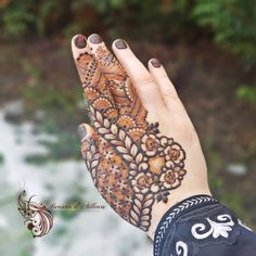 Image may contain: one or more people and outdoor Mehndi Designs Feet, Khafif Mehndi Design, Mehndi Designs Book, Floral Henna Designs, Mehndi Designs For Girls, Stylish Mehndi Designs, Mehndi Designs For Fingers, Wedding Mehndi Designs, Mehndi Design Pictures