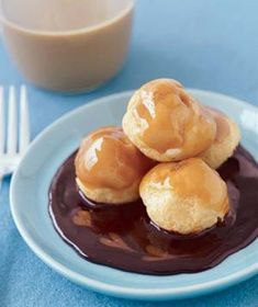 Carmel-Chocolate Cream Puffs - Who cares that these cream puffs aren't homemade? The combination of caramel and hot fudge sauce is all anyone will notice. Chocolate Caramels, Chocolate Cream, Best Chocolate, Chocolate Recipes, Carmel Chocolate, Melted Chocolate, Chocolate Heaven, Just Desserts, Delicious Desserts