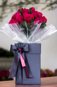 Things to Know about Deals on Valentine's Day Flowers Online Beautiful Rose Flowers, Beautiful Flowers Wallpapers, Elegant Flowers, Flower Box Gift, Flower Boxes, Birthday Wishes Flowers, Send Flowers Online, Red Rose Bouquet, Flower Packaging