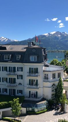 Banff, Hotel Zell Am See, Beste Hotels, Austria Travel, Exotic Places, Grand Hotel, Hiking Trails, Europe, Mansions