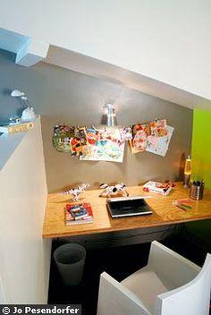 Un petit bureau sous les combles  Cloison semi ouverte