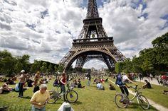 Vive la France: Scenes from a summer Paris day. #paris #destinations #france