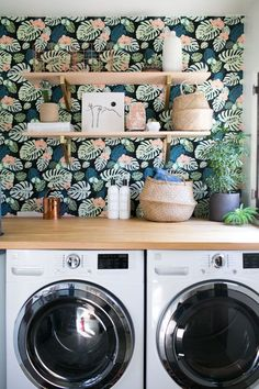 Here, you'll find 33 photos showing you how to decorate your home with tropical wallpaper—and how to do so elegantly. Because tropical wallpaper doesn't have to be tacky; in fact, it's an incredibly easy way to brighten up a space. Bold Wallpaper, Tropical Wallpaper, Print Wallpaper, Wallpaper Ideas, Botanical Wallpaper, Colorful Wallpaper, Wallpaper Designs, Laundry Closet, Laundry In Bathroom
