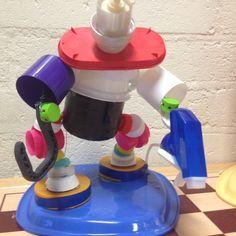 robotman van doppen en ander plastic afval