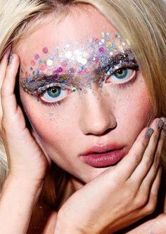 Festival Makeup Essentials - Including Glitter Ideas & Tips Face dots and paint. Festival Make Makeup Inspo, Makeup Art, Makeup Inspiration, Hair Makeup, Makeup Ideas, Eye Makeup, Pink Makeup, Makeup Tips, Glitter Make Up
