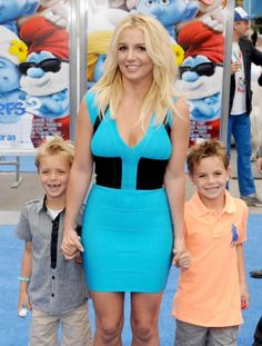 britney spears children - Britney Spears, with sons Sean Federline and Jayden James Federline Britney Spears Kids, All Grown Up, Celebrity Kids, Rich People, Iconic Women, Famous Faces, Fashion Beauty, Summer Dresses, Celebrities