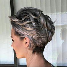 Love the color Silvery Blonde Wavy Pixie Bob Short Hair With Layers, Short Hair Cuts, Short Wavy, Short Pixie, Bobs For Wavy Hair, Color For Short Hair, Thick Hair, Stylish Short Haircuts, Longer Pixie Haircut