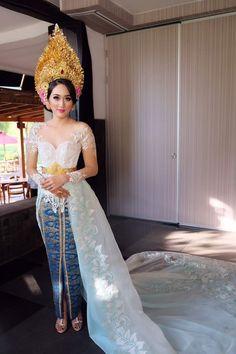 Balinese kebaya and beautiful songket