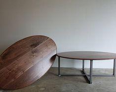 Ovale noyer et acier table basse