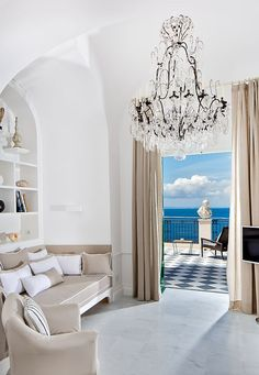 Hotel Bellevue Syrene in Sorrento. This is the new Suite Lord Astor! Bellevue Syrene, Bellevue Hotel, Honeymoon Suite, Romantic Honeymoon, Coastal Living Rooms, Formal Living Rooms, Sorrento, Romantic Hotel Rooms, Boutique Hotel Room