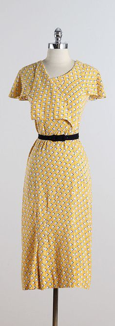 SQUARED AWAY ➳ vintage 1930s dress * yellow textured cotton * white diamond print * detachable belt * pocket condition | excellent fits like large dress
