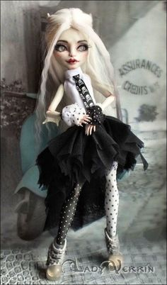 OOAK Monster High Rochelle Goyle Glass Eyes Repaint and Outfit | eBay