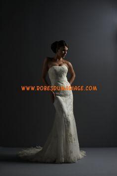 Justin Alexeter belle robe de mariée sans bretelle ornée d'appliques avec traîne dentelle