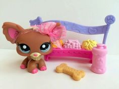 Littlest Pet Shop RARE Cute Brown & Pink Chihuahua w/Accessories… Lps Dog, Lps Pets, Lps Littlest Pet Shop, Little Pet Shop Toys, Lps Clothes, Lps Accessories, Palace Pets, Funny Toys, Toy Craft