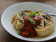 Pancake nidi : A twist on a traditional pasta dish, use pancakes for prosciutto and summer veggie rolls on Simply Italian Healthy Cooking, Cooking Recipes, Pasta Recipes, Pancake Roll, Veggie Rolls, Tomato Sauce Recipe, Dinner Entrees, Middle Eastern Recipes, Roasted Vegetables