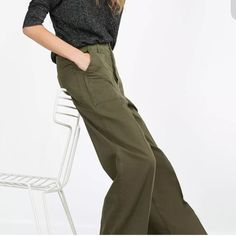 NWT ZARA GREEN WIDE LEGGED TROUSER SIZE 4 BRAND NEW LONG WIDE LEG KHAKI GREEN ZARA TROUSER. SUPER CUTE!! Zara Pants Wide Leg