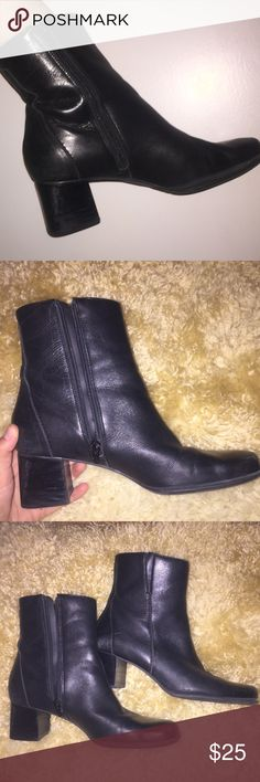 vintage chunky zip up boots w heel MAN MADE - LEATHER 🎀💋💗 likely from the early 90s, these chunky boots are powerful ⚡️⚡️ they're so cute and fun!!!!!! can be worn casually or dressed up ((( they look amazing with distressed blue jeans 😍 ))) Vintage Shoes Ankle Boots & Booties