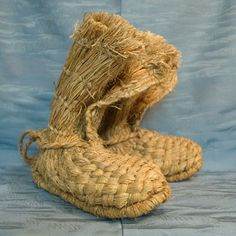 Authentic, hand-made Japanese straw boots. Straw boots such as these were once a very common and convenient form of footwear in Japan, especially in the Winter. Japanese Culture, Japanese Art, Straw Art, Narrow Shoes, How To Make Shoes, Mellow Yellow, Im Not Perfect, Shoe Boots, Weaving