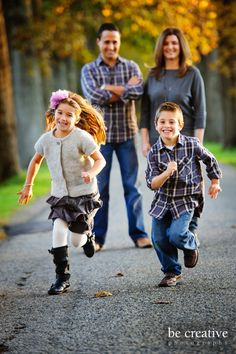 Ideas For Photography Ideas Family Older Kids Holding Hands Cute Family Photos, Fall Family Photo Outfits, Outdoor Family Photos, Fall Family Pictures, Family Picture Poses, Family Photo Sessions, Family Photo Shoot Ideas, Kids Outfits, Family Of 4