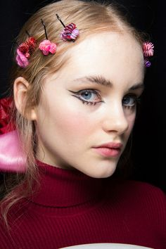 Ryan Lo at London Fall 2016. http://adventuresfortwo.com/ #makeup #beauty #runway #backstage