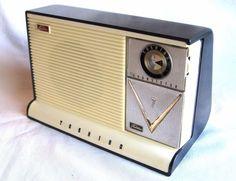 Toshiba Vintage radio pocket transistor with fixed speaker dock Original Nice!!!