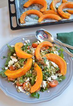 Dit is een recept voor een overheerlijke najaars pompoensalade met Freekeh: een supergraan soort. Deze pompoensalade is ideaal voor tijdens de lunch.