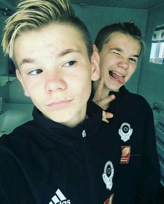 Afbeeldingsresultaat voor marcus and martinus martinus selfies Dream Boyfriend, I Go Crazy, Cute Twins, M Photos, Twin Brothers, Hot Boys, My Idol, Pokemon, Guys
