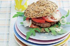 Das Rezept für Beefburger mit Rauke+Parmesan mit allen nötigen Zutaten und der einfachsten Zubereitung - gesund kochen mit FIT FOR FUN