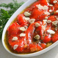 Очень люблю печеные овощи. Особенно, конечно, летом на мангале да под шашлычок, без хараваца не обходится ни один выез на природу :). Но и зимой всё это тоже можно… Cauliflower Vegetable, Vegetable Salad, Vegetable Side Dishes, Jamaican Recipes, New Recipes, Vegetarian Recipes, Cooking Recipes, A Food, Good Food