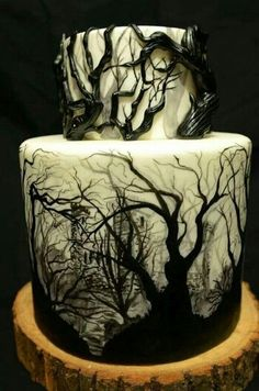 Funny pictures about Dark Forest Cake. Oh, and cool pics about Dark Forest Cake. Also, Dark Forest Cake photos. Scary Halloween Cakes, Halloween Torte, Bolo Halloween, Pasteles Halloween, Halloween Wedding Cakes, Halloween Horror, Gothic Halloween, Holloween Cake, Halloween Desserts