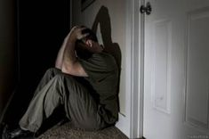 """Image copyright                  THINKSTOCK                  Image caption                     La depresión no diagnosticada aumenta el riesgo de suicidio entre los hombres, advierten los expertos.   """"Me sentía desesperado. No hallaba qué hacer. Por eso se me cruzó por la mente la idea de matarme"""". Pero Antonio Gómez, de 48 años, no se limitó a pensarlo. Su matrimonio hacía aguas y la precaria economía familiar era cada vez más asfixia"""