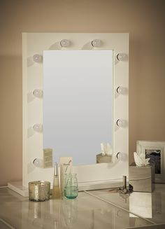 White Hollywood Mirror with Light Bulbs £199.99