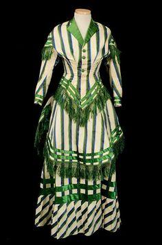 1885 Wool Striped Bustle Dress Vintage Textiles women beauty and make up Vintage Outfits, Robes Vintage, Vintage Dresses, 1880s Fashion, Edwardian Fashion, Vintage Fashion, Victorian Gown, Victorian Costume, Retro Mode