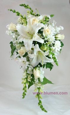 All-white cascade brides bouquet with oriental lilies, roses, snapdragon, daisy pomps and babys breath. Lily Bouquet Wedding, Cascading Wedding Bouquets, Bridal Bouquet Fall, Wedding Flower Arrangements, Bride Bouquets, Bridal Flowers, Bridesmaid Bouquet, Floral Wedding, Flower Bouquets