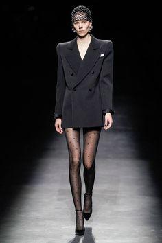 Saint Laurent Fall 2019 Ready-to-Wear Fashion Show - Vogue Saint Laurent Paris, Saint Laurent Dress, Haute Couture Style, Couture Mode, Couture Fashion, Runway Fashion, Fashion Outfits, Fashion Week Paris, High Fashion